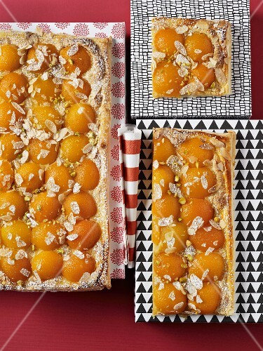 Tray bake cakes with apricots and almonds