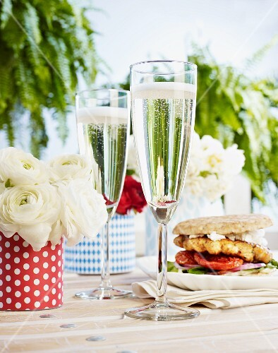 Champagne and burgers made with grilled unleavened bread in the background