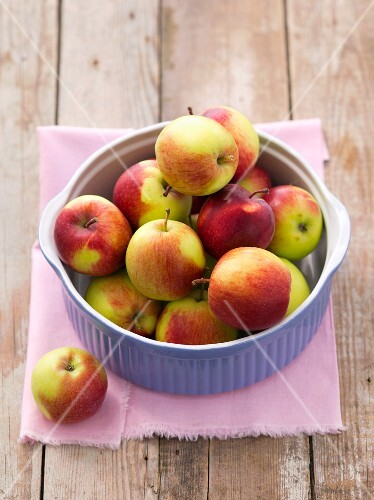 Fresh apples in a baking dish