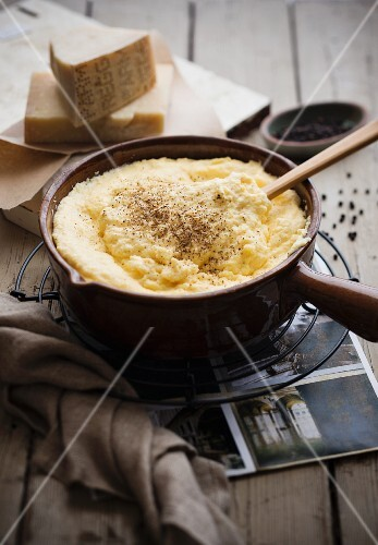 Creamy polenta with cheese and pepper