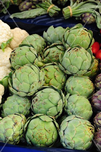 Artichokes and caulifower on a market stand