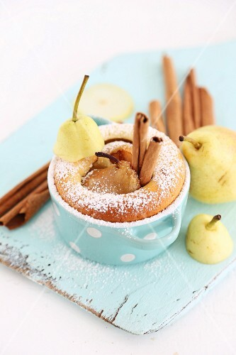Pear cakes with cinnamon
