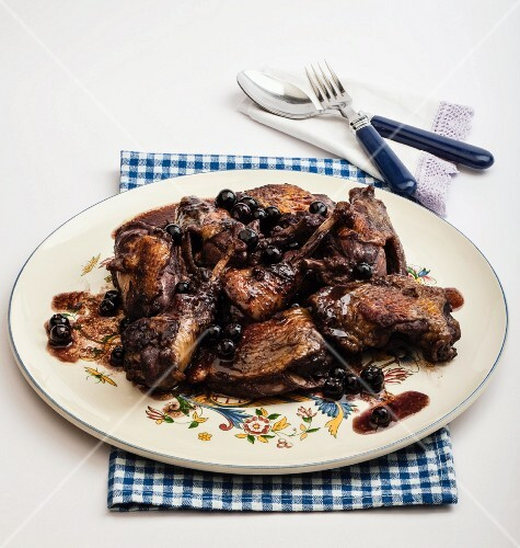 Guinea fowl with blueberry sauce
