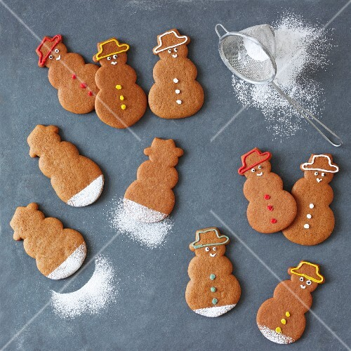 Gingerbread snowmen with icing sugar
