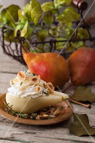 Pears with cream cheese mousse, hazelnuts and thyme