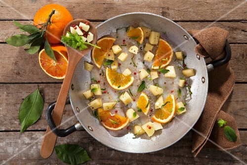 Platessa all'arancia (raw plaice fillet with potatoes, orange and peppermint, Ital)