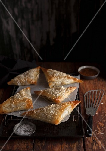 Stuffed pasties with sesame seeds