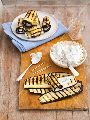 Grilled aubergine rolls filled with cream cheese