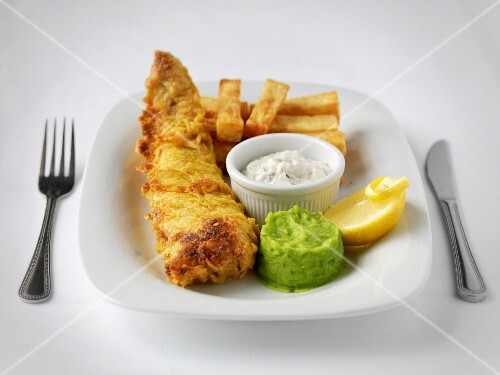 Fish & chips and mushy peas with remoulade