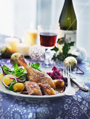 Duck leg with red cabbage and potatoes