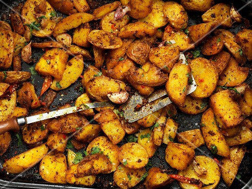 Spiced roast potatoes with chilli peppers