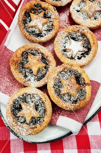 Mince pies dusted with icing sugar for Christmas