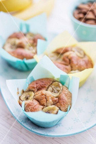 Banana muffins with roasted almonds
