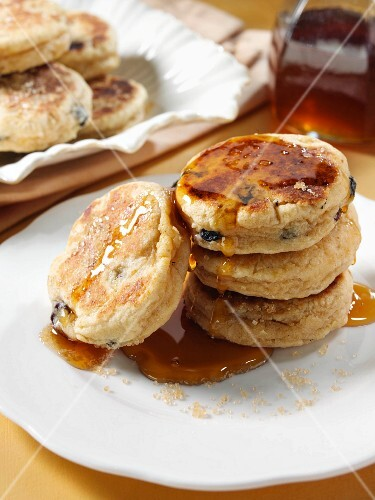 Griddle cakes with maple syrup (USA)