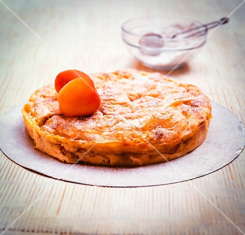 Cream studel with apricots