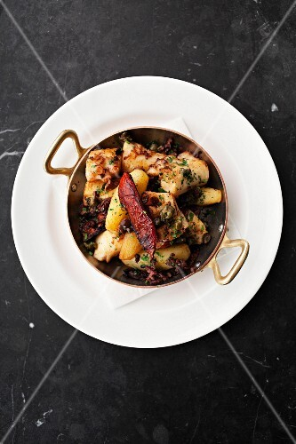 Squid with potatoes, olives and capers