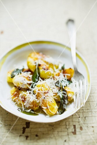 Gnocchi with sage and cheese