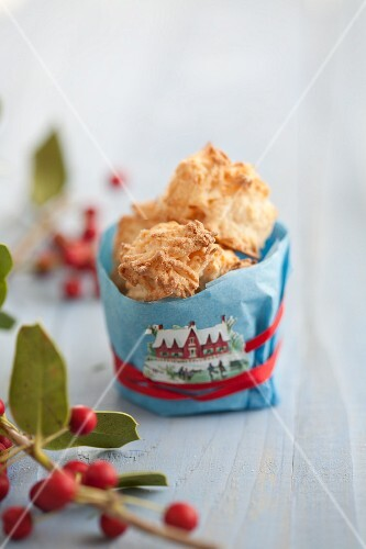 Coconut macaroons as a gift