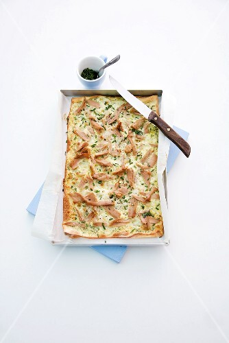 Tuna tarte flambée with chives