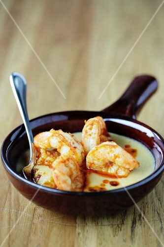 Fried prawns in cheese sauce