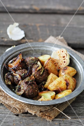 Meatballs with roast potatoes and garlic