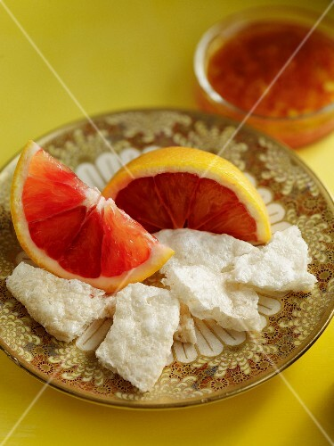 Grapefruit with rice crackers