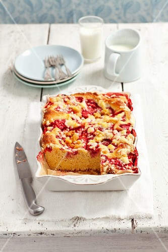 Yeast dough cake with strawberries, sliced