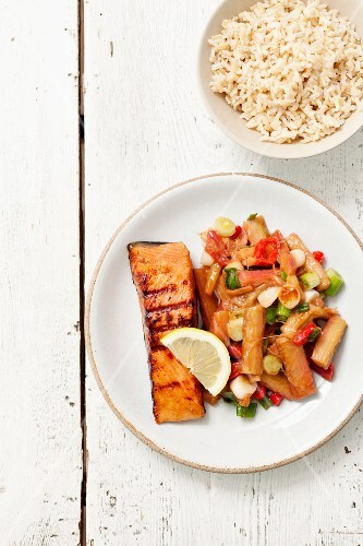 Grilled salmon with rhubarb, chilli peppers and spring onions