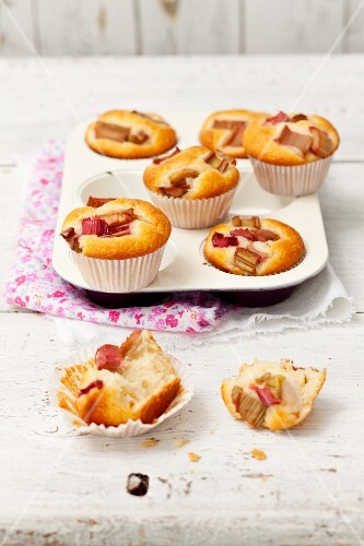 Rhubarb and vanilla muffins