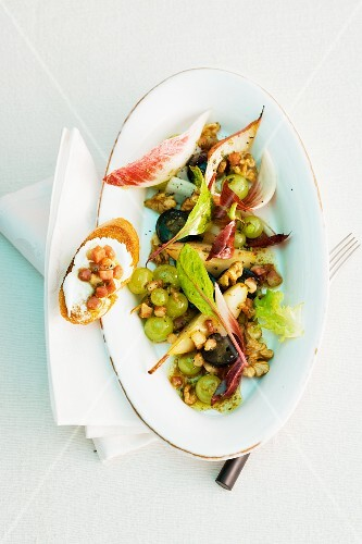 An autumnal salad with grapes and walnuts