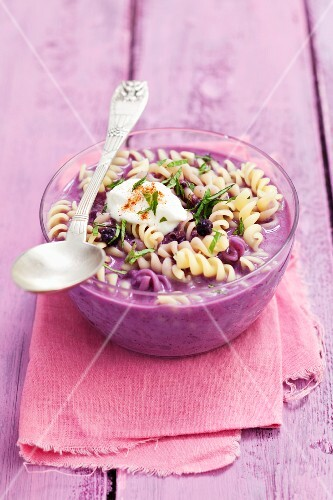 Cold soup with pasta, blueberries and yoghurt