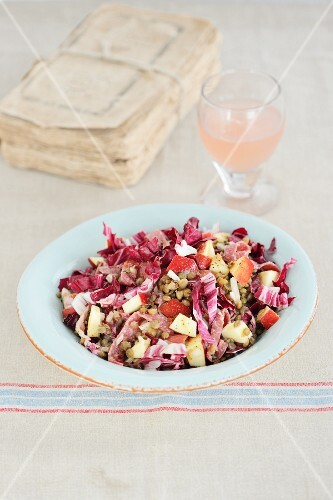 Lentil salad with radicchio and apple
