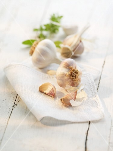 Garlic on a cloth