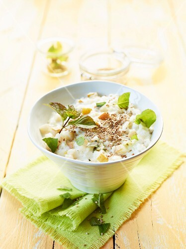 Rice pudding with pears and roasted sesame seeds