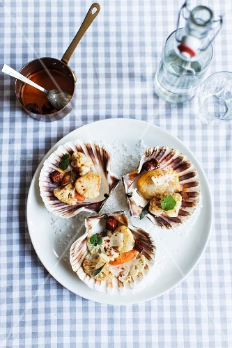 Grilled scallops served in shells