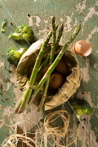 An arrangement of eggs and green vegetables