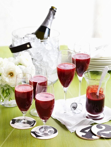 Berry rossini (cocktail with champagne and berry purée)