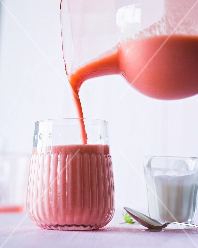 A smoothie made with rhubarb, strawberries, yoghurt and elderflower syrup