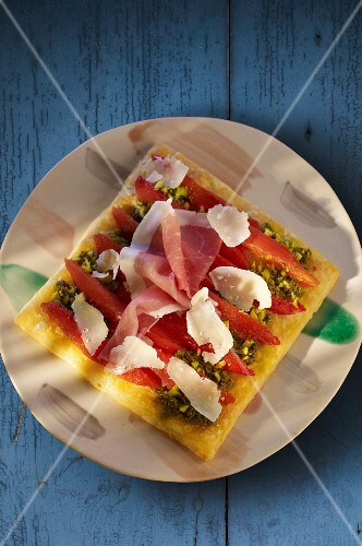 Spicy tomato, ham, Parmesan and pesto tart