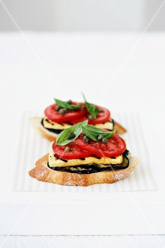 Bruschetta with aubergines, Haloumi, tomatoes and basil