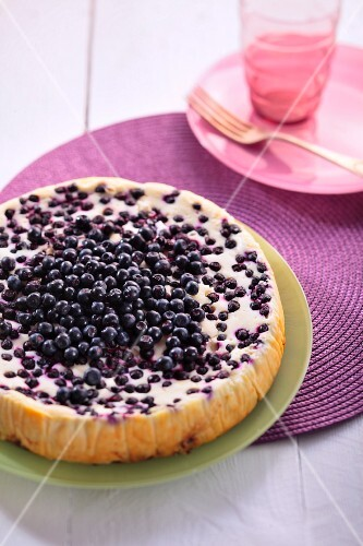 Cheesecake with berries and white chocolate