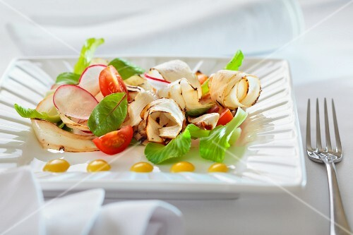 Black salsify salad with radishes and tomatoes
