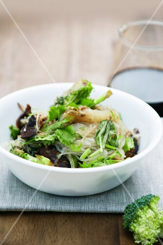 Rice noodles with vegetables, mushrooms and scrambled egg (Asia)