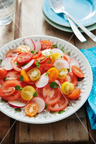 A colourful tomato salad with radishes