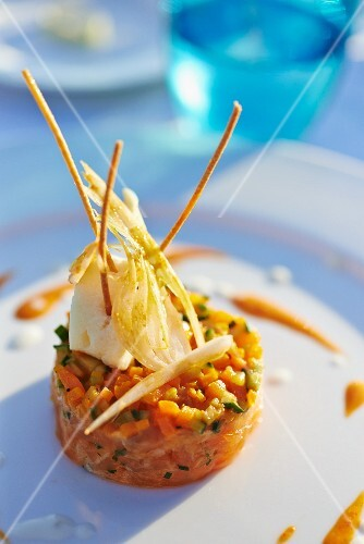 Salmon tartar with vegetables