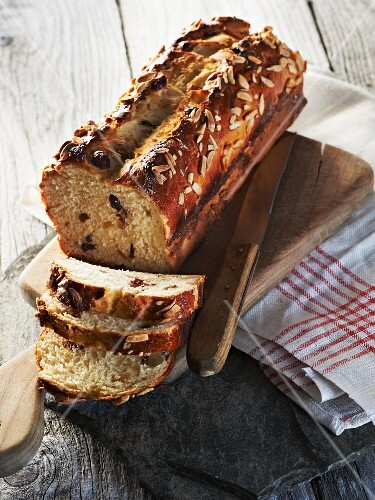 Fruit and almond bread