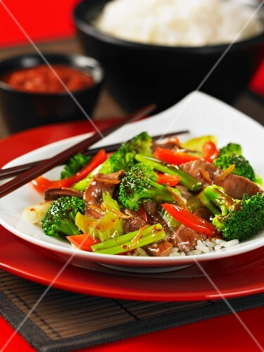 Beef with vegetables on a bed of rice (Asia)