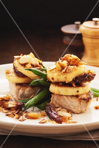 Pork medallions with potato cakes and green beans