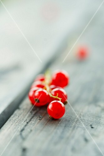 Redcurrants on a wooden table (close-up)