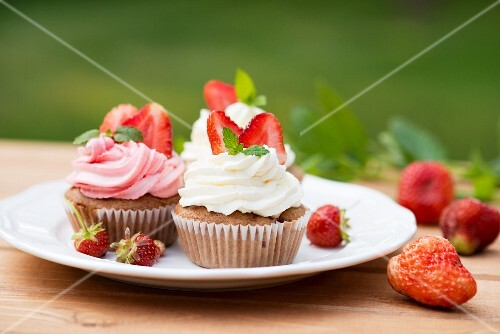 Strawberry cupcakes for a summer picnic